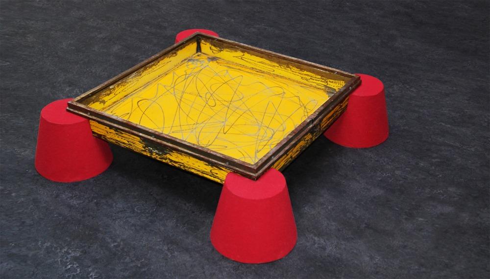 Y'A T-IL UNE VIE APRÈS LE DESIGN ? Table basse DKR Mét... 1993